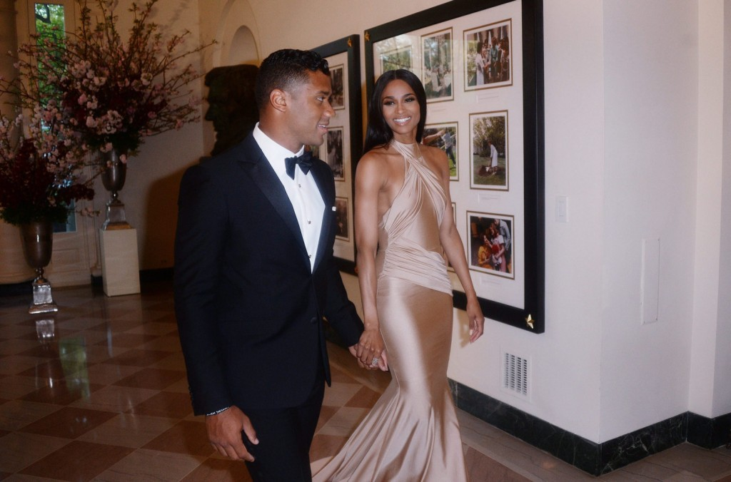 Russell Wilson from the Seattle Seahawks and Ciara Harris arrive for the State dinner in honor of Japanese Prime Minister Shinzo Abe And his wife Akie Abe ,at the Booksellers area of the White House in Washington, DC, USA, 28 April 2015. Photo by  Abe is on a week-long visit to the United States and will address a joint session of Congress on 29 April.  EPA/Olivier Douliery / POOL JL02  (Olivier Douliery / POOL / EPA)